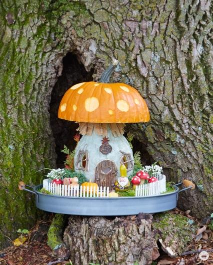 Hallmark-Keepsake-artists-put-their-craft-to-work-carving-pumpkins-_-thinkmakeshareblog-